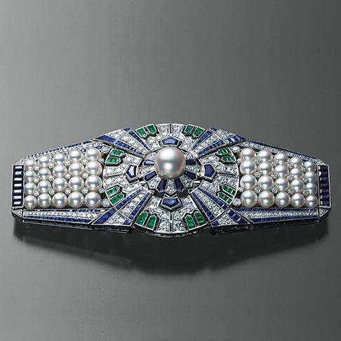 Présentées lors d'expositions internationales, les pièces de joaillerie de Kokichi Mikimoto sont reconnues à l'échelle mondiale